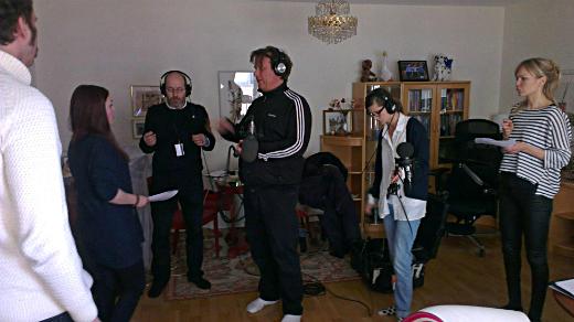 Från vänster: skådespelare Joakim Gräns, skådespelare Natalie Fredholm, regissör Augustin Erba, ljudtekniker Jan Cruseman, produktionsassistent Julia Kommel och skådespelare Marie Robertson.