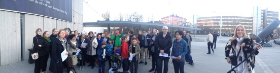 Ett engagerat gäng teatermänniskor deltog i inspelningen av Världshistorien på Kulturnatten. Kommer höras i P1 den 1 maj. Längst till höger ljudtekniker  Monica Bergmark.